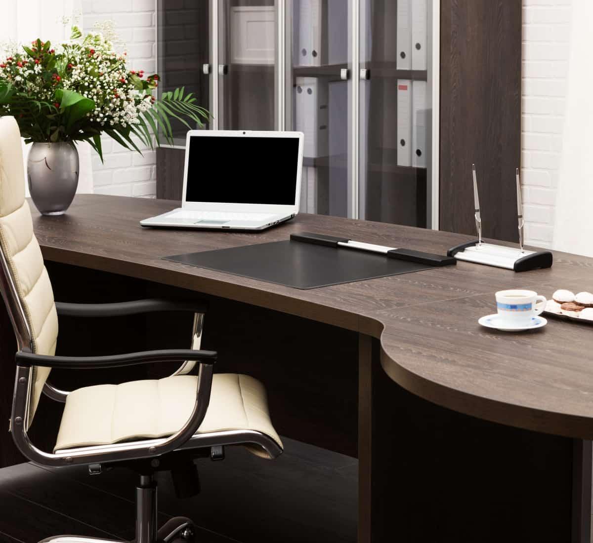 Nous sommes spécialisés dans le nettoyage de meubles commerciaux .