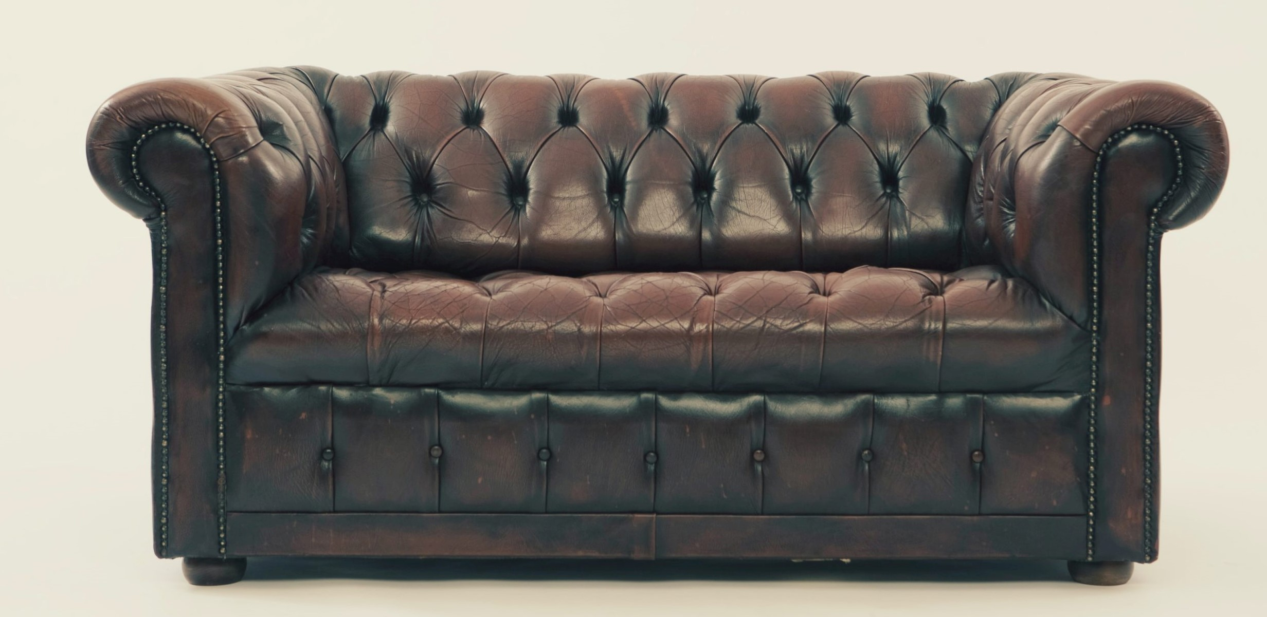 Imperial Cleaning – How to clean a leather couch?